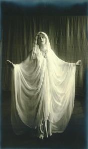 Jeanne Rémy - Rôle d'une Vestale dans Rome vaincue - CF