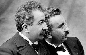 Auguste et Louis LUMIERE en 1895